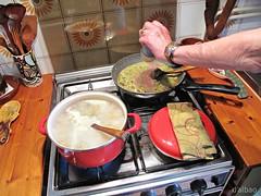 Mani al lavoro (Franco D´Albao) Tags: francodalbao dalbao canonpowershotg10 food cocina kitchen cooking cocinando tarteras pots mano hand