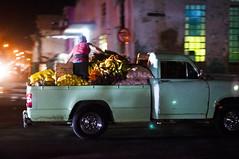 113 (J Bonet) Tags: cuba habana baracoa streetphoto street 28mm nikon d300s centrohabana vedado habanavieja jorgebonet comida platanos frutas carro coche furgoneta noche