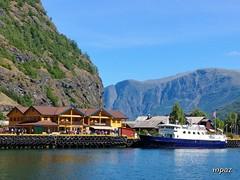 Flam (ZAP.M) Tags: lago barco cielo montañas paisajes flam noruega europa nikon nikond5300 zapm mpazdelcerro foto
