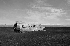 Sólheimasandur Plane Wreck, Iceland (suttree140782) Tags: island iceland south summer nature outdoor photography nikon plane wreck wreckage solheimasandur solheimafjara blackandwhite schwarzweis monochrom lonely volcanic sand beach