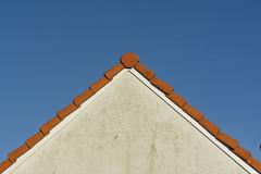 Sinple a roof (Jan van der Wolf) Tags: map18536v roof rooftiles dak dakpannen triangle driehoek symmetric symmetry symmetrie house huis simple simpel minimalism minimalistic minimalisme minimal minimlistic