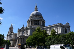 St Paul's Cathedral [4] (Ian R. Simpson) Tags: stpaulscathedral stpauls cathedral church dome landmark building london england gardens arctitecture