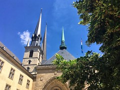 Notre-Dame Cathedral (brimidooley) Tags: cathedral cathédrale kathedrale church kirche eglise iglesia luxembourg notredame luxembourgcity grandduchy luxemburg lussemburgo luxemburgo luksemburg eu europe europa city citybreak travel