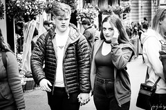 Caught Red Candid (Cycling Road Hog 2018) Tags: blackwhite candid canoneos750d citylife colour couple efs55250mmf456isstm edinburgh fashion man monochrome people places royalmile scotland street streetphotography streetportrait style urban woman