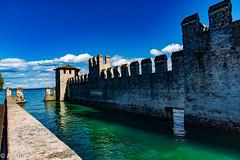 le mura del castello (al.min) Tags: sirmione lago di garda castello