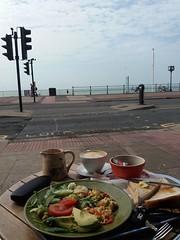 Breakfast in Hastings (QQ Vespa) Tags: hastings südengland frühstück veggy veggibreakfast vegetarisch meerblick sea england gb sussex
