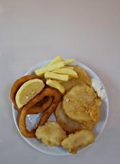 2018 Sydney: Fish & Chips (dominotic) Tags: 2018 food lunch fishchips potatoscallops crumbedcalamarirings tartaresauce lemonslice meal yᑌᗰᗰy sydney australia