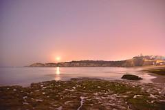 Reflejo de luna (jantoniojess) Tags: luna moon moonlight noche night reflejos reflexes landscape paisajenocturno nocturna longexposure largaexposiciónnocturna nikond610 fotografíanocturna portimao alvor algarve portugal playa praia beach stars praiadovau