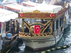 Istanbul, Turkey (east med wanderer) Tags: istanbul turkey food fishsandwich boat eminonu balikekmek weloveistanbul eminönüsahil eminönü