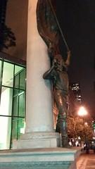 (sftrajan) Tags: admissiondaymonument marketstreet sanfrancisco california 2018 night noche nuit statue monument estatua douglastilden statehood bronze flash financialdistrict