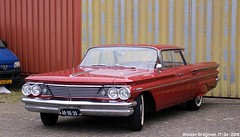 Pontiac Catalina Vista 1960 (XBXG) Tags: ar9639 pontiac catalina vista 1960 pontiaccatalina red rood rouge gm general motors v8 classiccarsaeroplanes 2018 seppe breda international airport ehse seppeairport vliegveldseppe seppeairparc vliegveld luchthaven aéroport meeting carmeeting bosschenhoofd noordbrabant brabant nederland netherlands holland paysbas vintage old classic american car auto automobile voiture ancienne américaine us usa vehicle outdoor