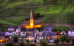 Mosel Impressions [07 of 12] (Michael A64) Tags: zell merl zellmerl kirchturm alt alter turm kirche church mosel weinberg wein weinrebe abend evening tower vine sony a6000 sigma sigma60mm