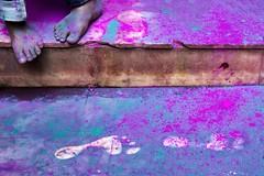Holi - Mathura (daniele romagnoli - Tanks for 23 million views) Tags: colore colors india mathura holi holifestival piedi nikon d610 tempio temple asia walking impronte romagnolidaniele