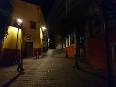 11:55 pm (DSC_0250) (netogr) Tags: guanajuato universidad iglesia calle farol arquitectura picoftheday noche luces night lights streetlamps street colorsofmexico xperia