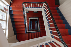 Alte Treppe (Frank Guschmann) Tags: treppe treppenhaus staircase stairwell escaliers stairs stufen steps architektur