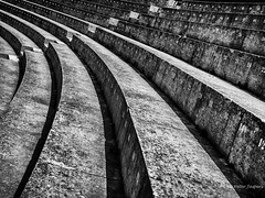 Théâtre antique d'Orange (Peter Jaspers) Tags: frompeterj© 2018 olympus zuiko omd em10 1240mm28 orange vaucluse provence lines paca roman architecture theatre romantheatre théâtreantique bw bn zwartwit history histoire perspective numbers chiffres