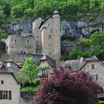 Le village et son château, Larroque-Toirac, Quercy, Lot, Occitanie, France. thumbnail