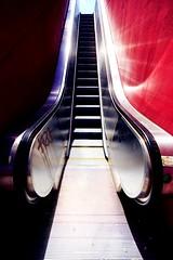 L'escalator, Dalle des Olympiades, Paris, France 2018 (Baloulumix) Tags: 13 architecture bnf baloulumix julienfourniol julienfourniolbaloulumix paris xiii xiiie tourisme îledefrance france fr olympiades