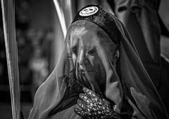 Semana Santa Zaragoza 2018 - Domingo de Ramos - Procesión de Las Palmas (vivas12) Tags: nikon d3100 zaragoza semanasanta procesión cofrade procesióndelaspalmas tradición domingoderamos mirada gente people fotografiacofrade españa spain saragossa religión semanasanta2017 cofradía capirote hollyweek cofradíadelaentradadejesúsenjerusalén blancoynegro blackwhite monocromo monochrome blackamdwhite byn bn bw semanasanta2018