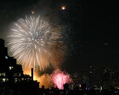 Macys Fireworks NYC 2018-36 (Diacritical) Tags: nikond850 pattern 70200mmf28 16secatf80 july42018 84028pm f80 165mm brooklyn macys4thofjuly fireworks