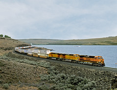 Roosevelt WA Saturday May 4th 2002 1410PDT (Hoopy2342) Tags: train rail railroad railway bnsf columbiariver washington burlingtonnorthernsantafe roosevelt wash pacificnorthwest