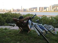 八里媽媽嘴.阿強:「真的比較爽」 (nk@flickr) Tags: friend taiwan cycling 20180714 台湾 台北 taipei 阿強 八里 bali 台灣 canonefm22mmf2stm