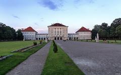 Abend im Schlosspark (lichtauf35) Tags: evening wideangle nymphenburg lastdaylight munich2018 abendspaziergang bluehour 24l 5dmk2 naturallight lightroom acdsee lichtauf35