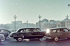Moscow Winter Morning (ClassicsOnTheStreet) Tags: gaz m20 pobeda 194658 gazm20pobeda gazm20 m20pobeda gaz12zim limousine zim12 195060 moskvich 423 estate moskvich423 423estate 195865 lipgart su cccp ussr russia russian russisch soviet 50s 1950s pkw voiture automobiel automobile classiccar classic oldtimer klassieker veteran oldie classico gespot spotted carspot amsterdam 2018 moskou moscow 1958 wein charlottewein weinsarolta fotovaninternet internet internetfoto repro reproduction kopie copy kleurenfoto galleryhungaricana hungaricana