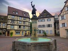 """fontaine """"Schwendi"""" (Colmar, F) (pietro68bleu) Tags: alsace lazaredeschwendi maisonsàcolombages fontaine leverdesoleil europe france ville colmar roof square window fountain fenetre"""