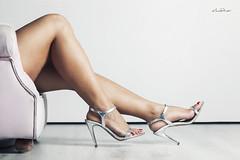 Por muy fuertes que sean mis piernas, es mi mente la que me lleva más allá. (dMadPhoto) Tags: retratos portraits nude naked desnudo belleza beauty girls woman women white blanco legs piernas shoes zapatos highheels heels tacones madrid dmadphoto