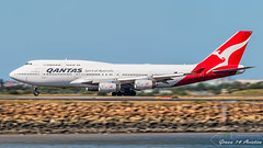 Qantas B747 (Green 14 Pictures) Tags: paars aviation avporn avgeek airport aircraft airline airlines airplane air airfield airways sydney syd sydneyairport yssy australia boeing 747 747400 747400er boeing747400 boeing747