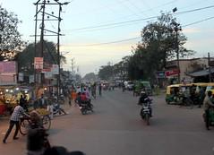 uttar pradesh evening (kexi) Tags: india asia uttarpradesh village road evening lights people many traffic canon february 2017 instantfave