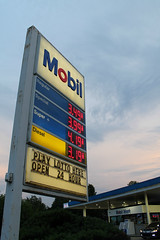 Mobil (Flint Foto Factory) Tags: chicago illinois urban city summer july 4thofjuly july4th independenceday holiday celebration north rogerspark neighborhood lakemichigan lake michigan fourthofjuly evening pm dusk mobil gas station convenience store 7550 nsheridanrd howard intersection sign signage clouds cloudy sky letters numbers 2018