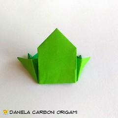 "Origami Challenge 64/365 ""Rana 2D - Rana minimalista"" Modello creato ieri, giorno della Challenge. ------------------------------------------- ""Frog 2D - Mininalist frog"" Model created yesterday, day of the Challenge.  #origami #cartapiegata #paperfolding (Nocciola_) Tags: frog rana kaeru origami2d paperart cartapiegata createdandfolded papiroflexia paperfolding originaldesign danielacarboniorigami paper origami"