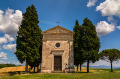 Piccola Chiesa (IRRphotography) Tags: chiesa church field trees grain tuscany italy italia travel nature tourist chapel outdoor europa europe