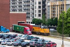Tribune Delivery Service (Wheelnrail) Tags: up union pacific chicago tribune downtown cnw upy 712 locomotive gp15t emd locomotives river urban city railroading train trains boxcar