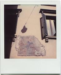 Fresko - Schatten - Fenster (Uwe Kielas) Tags: polaroid sx70 impossible color italien verona fresko schatten analog