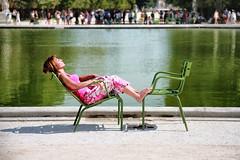 Bain de soleil // Sunbath (erichudson78) Tags: france iledefrance paris1er jardindestuileries canoneos5d canonef24105mmf4lisusm parc park bassin pool eau water femme woman assise sitting bronzage sunbath baindesoleil 7dwf