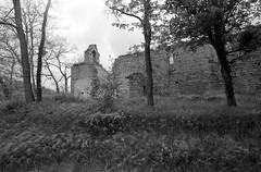 Ruines de la chapelle de Bourigeole (Philippe_28) Tags: bourigeole 11 aude france europe chapelle chapel église church ruines ruins 24x36 argentique analogue camera photography film 135 bw nb