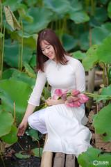 (SuBinZ) Tags: portrait girl flickr flickrcom áo dài dress vietnamese gái young lady beauty cute fujifilm gfx 50s 110mm lotus flower sen
