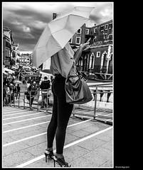 tutto il fascino di una giornata piovosa... (magicoda) Tags: italia italy magicoda foto fotografia venezia venice veneto bw persone people maggidavide davidemaggi passione passion voyeur candid bianco nero white black 2017 wife upskirt tourists donna woman long scarpe shoe barefoot gambe legs classic friends streetart feet miniskirt fuji fujifilm x100 x100t mirrorless tramonto sunset testa head luce light camminare walk cannaregio ombrello umbrella pioggia rain fashion borsa bag mobile smartphone leggings panty pant