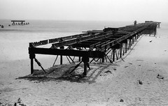 Pier (Drehscheibe) Tags: nikonf2 meer strand hp5 abandoned blackwhite sand rusty film 35mm outdoor