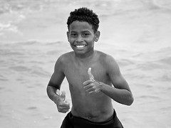 just one moment (a l o b o s) Tags: brazilian garoto love cute beautiful candid nice beach playa arpoador brasil brazil rio de janeiro boy happy feliz bw