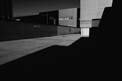 Back to black (#mimesi) Tags: geometrie ombre hangarbicocca milano bn fujix street