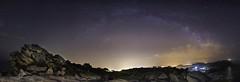 Bajo las estrellas, desde la silla de la Reina (Noa Táboas) Tags: cies islascies vigo ciesisland galicia galiza noche night stars estrellas vialactea milkyway milky way via lactea astrophotography mar sea atlantico atlantic ocean