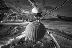 BALLOON GOREME (_Pablete_) Tags: balloon turkey bw sky bn goreme cappadocia