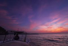 El barquero (Ál Men-chez) Tags: tailandia amanecer barquero longboat color mar sudeste asiatico nubes