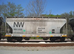 NW 180358 (Proto-photos) Tags: nw acf centerflow coveredhopper vintage old weathered 2bay 40ft railroad railcar freightcar norfolkandwestern youngwood pennsylvania 180358 hc79 lo c111 rollingstock train