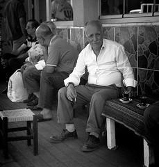 Kowa Six TMAX 400 Istanbul tea f (shakmati) Tags: id11 lford kodak film tmax 400 bnw bw ภาพเหมือน slr filma portra 肖像 ritratti portrét bild porträt портрет retrato portrait blanc blanco monochrome black white shiro negro nero street travel istanbul turkey kowa six 6 110mm medium moyen 120