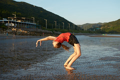 Skylne Trip to 金海沙滩 Gymnasts 03 (C & R Driver-Burgess) Tags: young teen preteen girl beach sand wet ripples sunset sea reflection two couple pair togs bathing suit bathers black shorts orange teeshirt purple bare feet long golden hair short slender slim tall asian caucasian scenery horizon bridge cartwheel headstand elegant energetic beautiful happy together watch muddy sandy poise skill jump sky ocean water tamron tamronspaf2875mmf28xrdildasphericalif